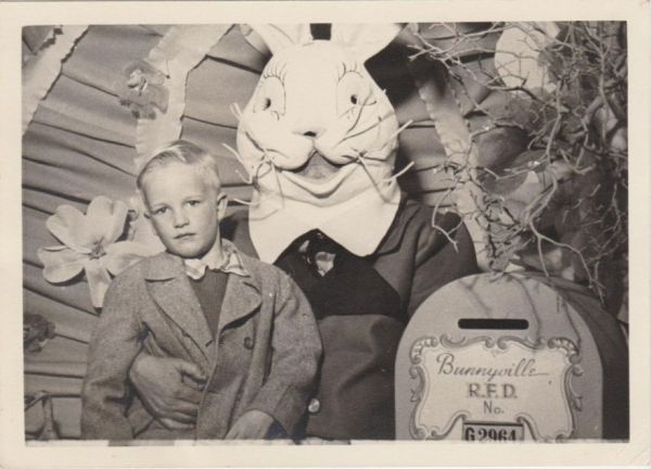 Robert E Jackson Found And Compiled A Collection Of Easter Bunnies From Back When You Expected Them To Look Weird Creepy We Liked It