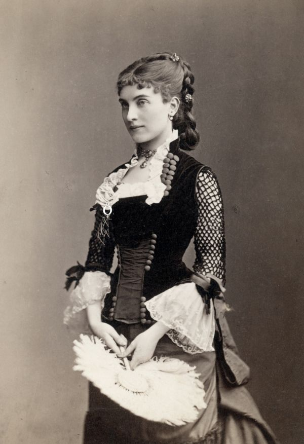 """Surprisingly """"Modern"""" Fashion Trends of the Victorian Period"""