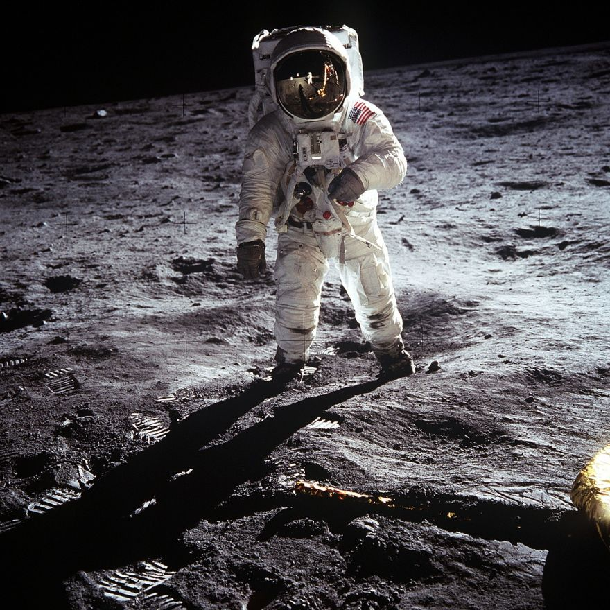 NASA Badly Needs a New Spacesuit for Their 2024 Moon ...