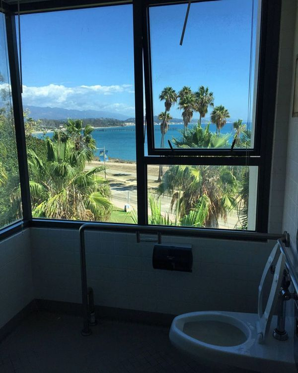 Bathrooms With An Amazing View You Can See From The Toilet