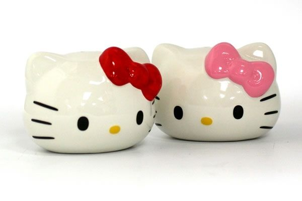 Hello Kitty Salt   Pepper Shakers 6a7af386aae5c