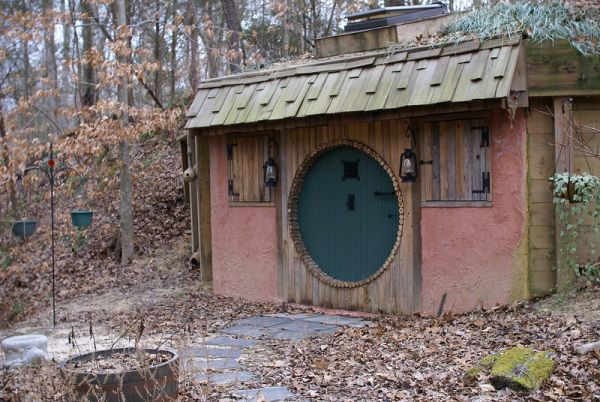 Hobbit Houses Around the World