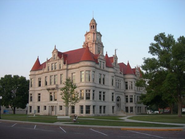 men-hired-to-test-iowa-courthouse-security-arrested-after-they-did-the-job-too-well