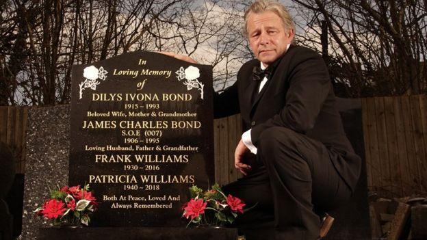 'Inspiration' Behind James Bond Novel Given '007' Gravestone