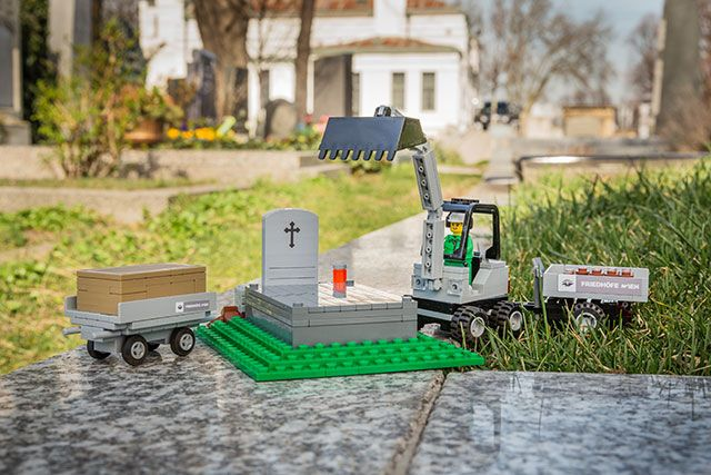 """LEGO and Talk About Death"": Vienna Funeral Museum Launch LEGO Funeral Sets"