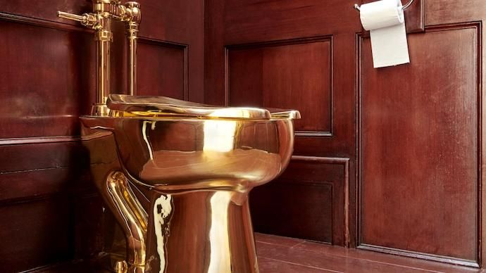 """""""America"""" Toilet Stolen From UK Palace"""