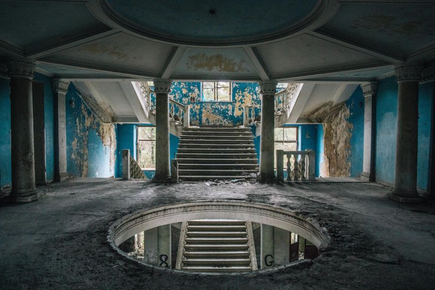 living-in-the-ruins-of-an-old-soviet-sanatorium